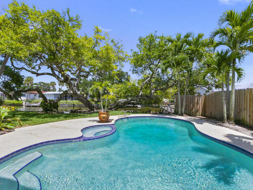 52 Riverview Lane, Cocoa Beach, FL 32931